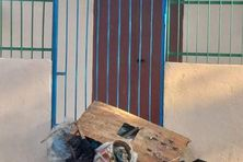 Exaspérés, des citoyens ont regroupé les déchets aux entrées de la Communauté des communes du Sud.