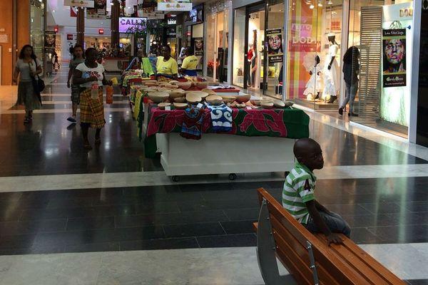 gallerie marchande du family plaza à Matoury