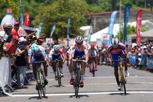 Arrivée 3ème étape tour cycliste international de Martinique