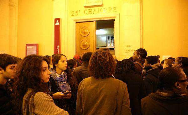 Fans d'Admiral T et de Kalash, samedi 15 novembre, palais de justice de Paris.