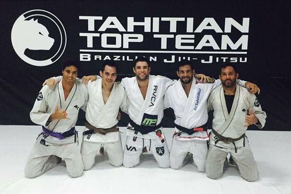 Marcus Almeida en compagnie des sportifs de TTT