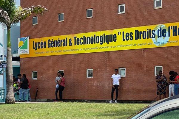 Lycée petit-bourg