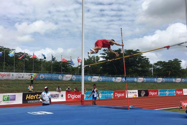 Magoni Tauvale est 3e après un saut de 3.40m à la perche