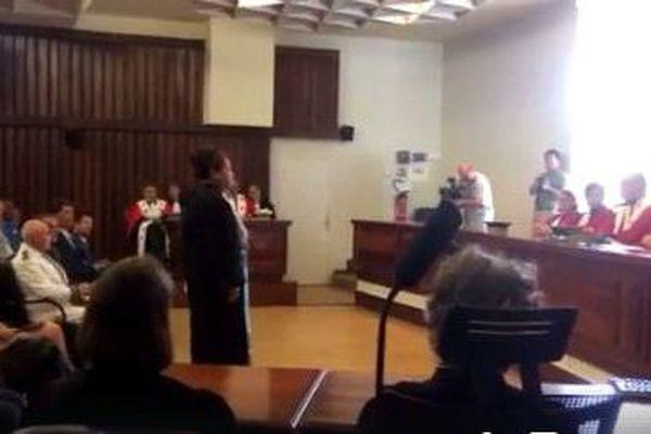 Atonia Tamole prêtant serment devant la Cour d'Appel de Nouméa