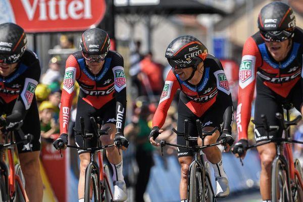 Tour de France 2018 :  BMC remporte le chrono par équipes, Van Avermaet en jaune
