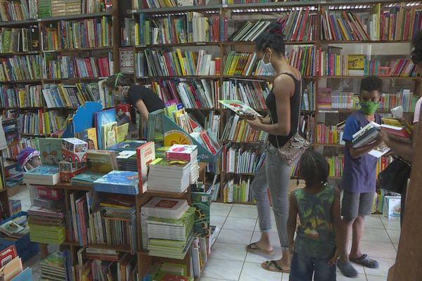 Les librairies de Guyane prises d'assaut pour les manuels parascolaires