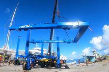 Grâce à cet outil unique en son genre, des catamarans de 50 tonnes peuvent être soulevés.
