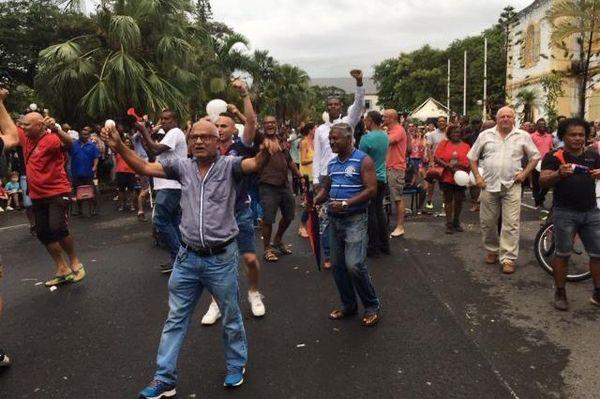supporters dans les rues de saint-Denis