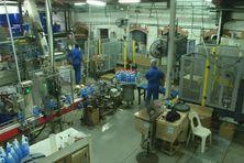 Usine de fabrication de produits d'entretien en Martinique.