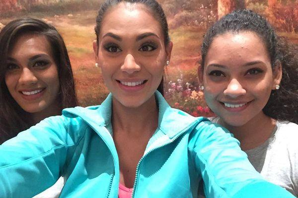 Selfie Hinarere Taputu avec Miss Fidji et Miss Mauritius