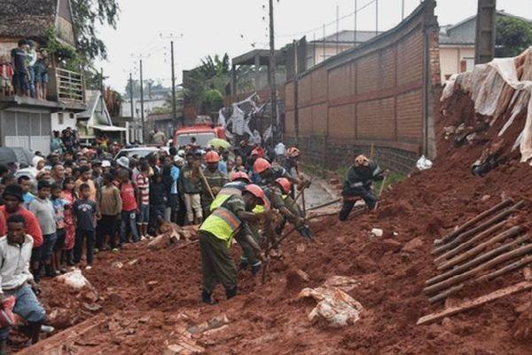 Un mur de soutènement s'effondre et tue deux personnes à Tananarive janvier 2020