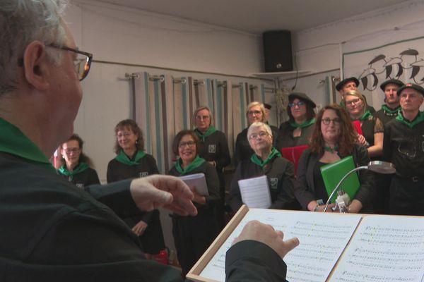 La chorale basque donne une représentation aux aînés du foyer Marie Lescamela
