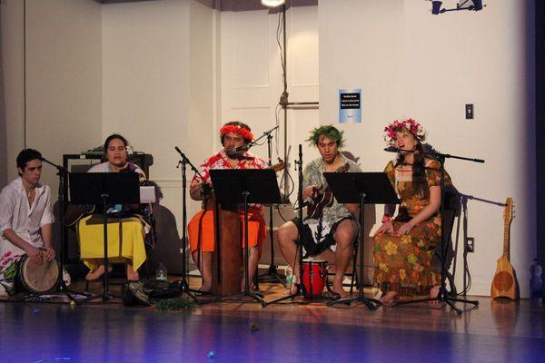 """L'orchestre de la troupe étudiante """"Tamarii no Tahiti"""" à Montréal"""