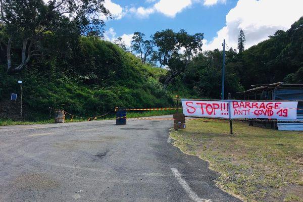 Barrage anti covid entrée de la vallée de la Tchamba