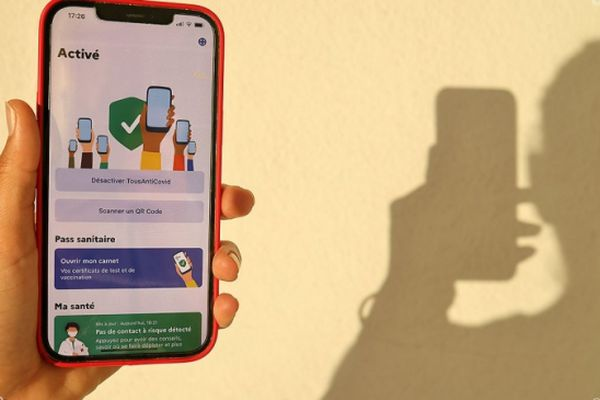 Les restaurants, bars et hôtels installent les premières bornes de contrôle des QR code à La Réunion