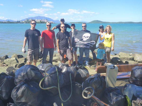 Photo collecte Sea Shepherd déchets Nouméa Pierre-Vernier (27 avril 2017)