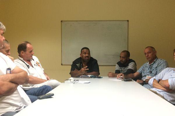 L'intersyndicale en réunion.