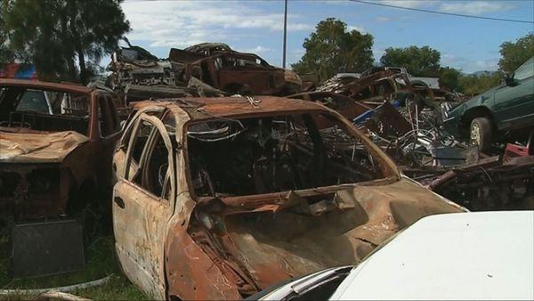 Déchets carcasses voitures