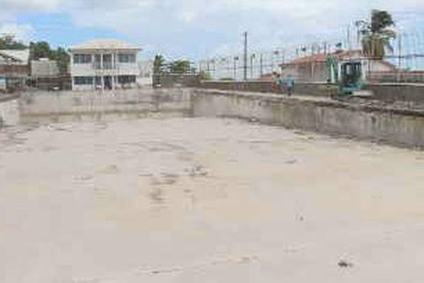 L'espoir renaît à Basse-Terre, les travaux ont repris à la piscine de Rivière des Pères