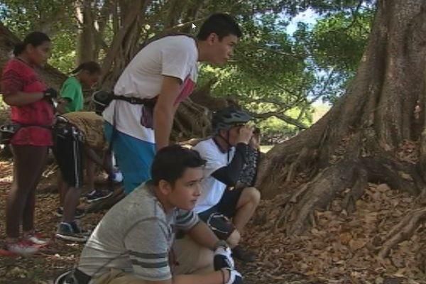 70 collégiens et lycéens du pays, réunis sur le domaine de Déva apprennent durant une semaine les bases de l'écologie