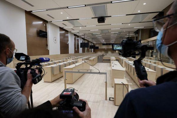 Salle audience spécialement aménagée pour le procès des attentats du 13 novembre 2015