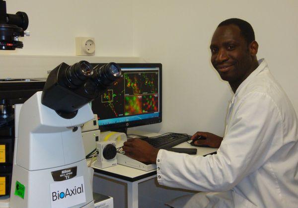 Sébastien Bellow travaille pour une start-up installée à l'Institut Pasteur à Paris