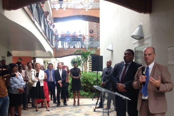 Ministre de l'Education Nationale avec les personnels