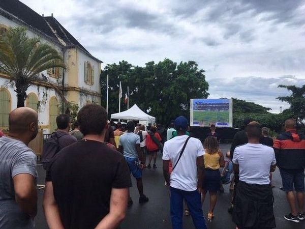 JSSP Fan Zone écran devant mairie saint-pierre