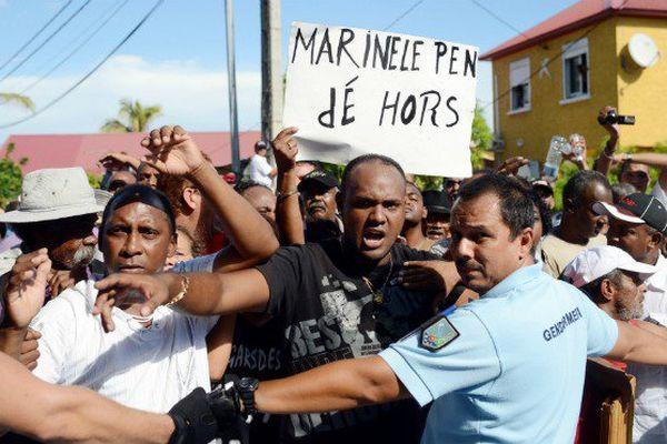 Marine Le Pen à La Réunion et à Mayotte, un déplacement sous tension