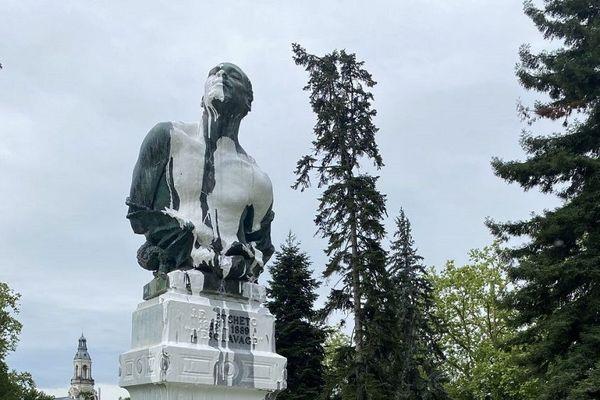 statue esclavage pau dégradée