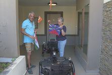"""Le couple s'est équipé de vélos à assistance électrique alimentés par des panneaux solaires """"fabriqués maison"""""""