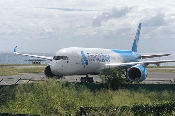 avion french bee cloué au sol pour un fuselage abîmé 120519