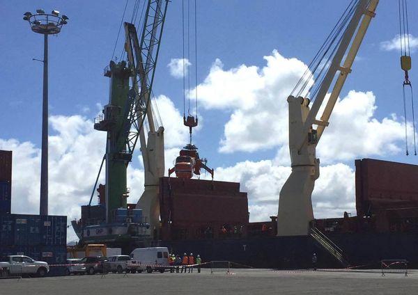 hélicoptère de transport Sikorsky Skycraneau port de Nouméa 21 août 2017 2