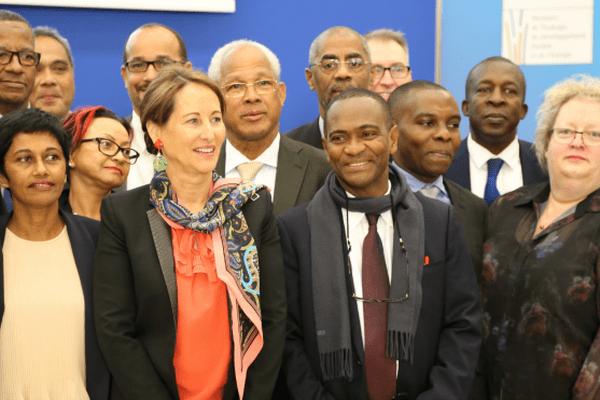 La ministre de l'Ecologie, Ségolène Royal, entourée de parlementaires ultramarins, mercredi 11 février, à Paris