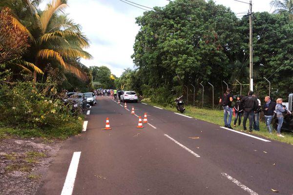 A Saint-Philippe, deux personnes à moto ont perdu la vie dans un choc frontal avec une voiture, dimanche 29 novembre.