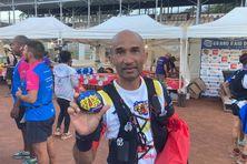 Ricardo Ramachetty a gardé ce galet durant toute sa course en hommage à une proche qui lutte contre le cancer du sein.