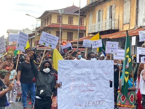 La marche de soutien au leader de Trop Violans