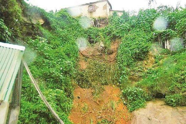Eboulis et cases effondrée à Tana 23 janvier 2020