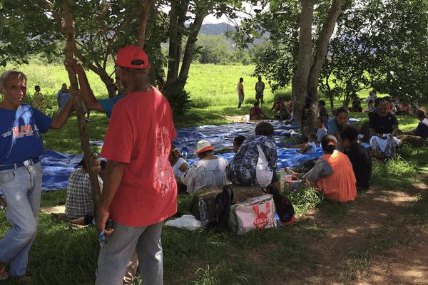 Canala : sit-in à l'entrée de la commune