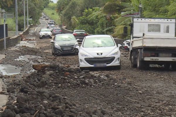 Tempête tropicale Iman route principale de Saint-Philippe 070321