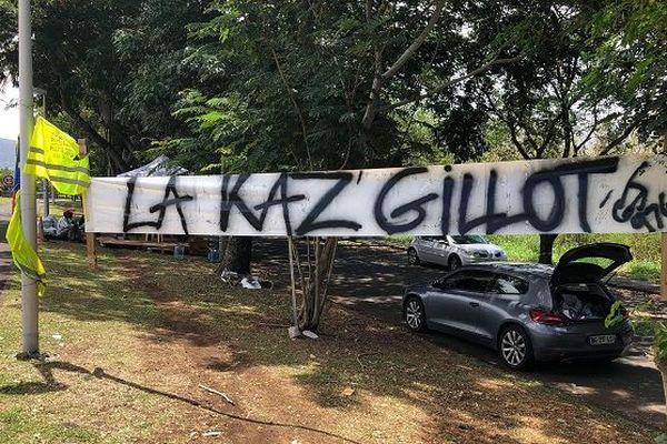 """""""La Kaz de Gillot"""" mise en place près de la quatre voies par les Gilets Jaunes."""