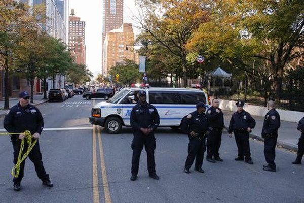 les forces de police bouclent le quartier