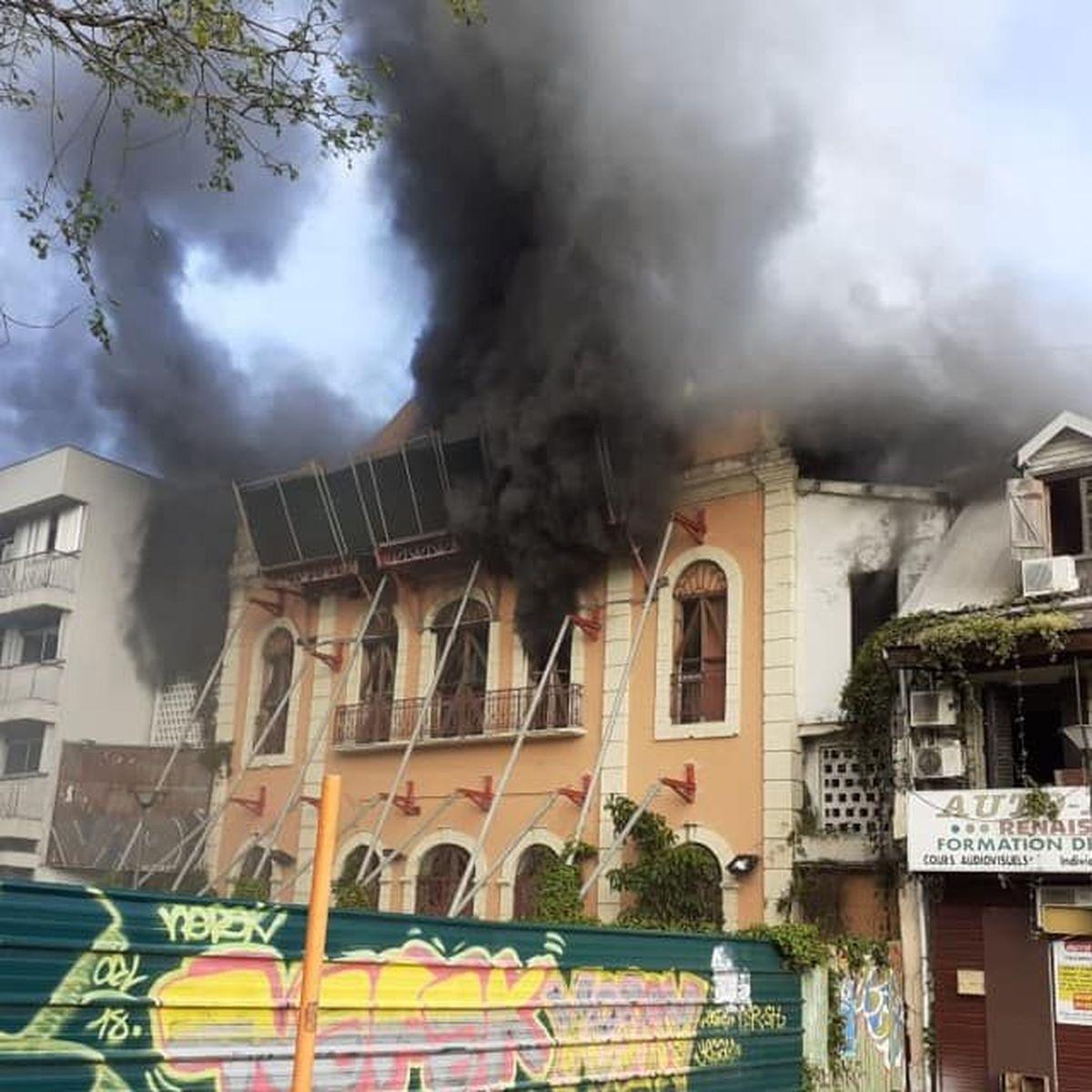 Un incendie ravage l'intérieur du cinéma La Renaissance