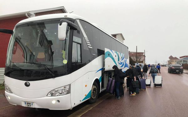Etudiants et bus