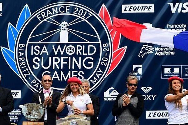 Surf: les françaises Pauline Ado et Johanne Defay