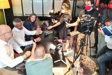 """Les avocats réunionnais des candidats des """"Vacances des Anges de la téléréalité"""" ont tenu une conférence de presse, ce jeudi 14 janvier."""