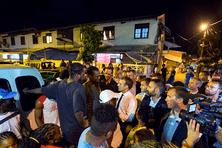 Emmanuel Macron dans le quartier de la Crique à Cayenne.