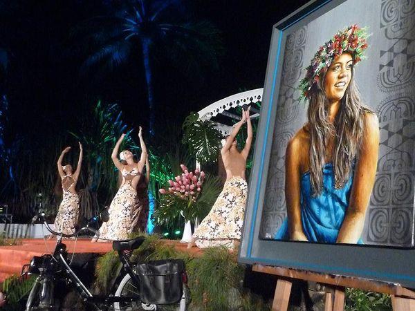 Danse tapa de la troupe Hei Tahiti