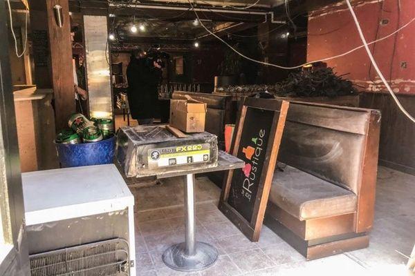 Travaux de rénovation dans le bar Le Rustique à Saint-Pierre.