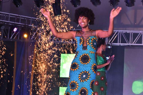 Miss afrique 2019 cheveux brûle